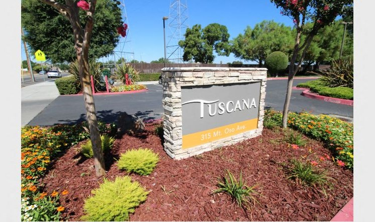Monument Sign l Tuscana Apartments in Tracy, CA