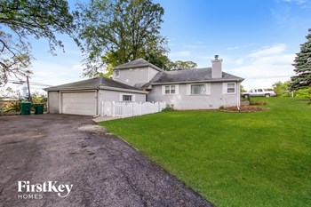 611 Oakwood Dr Round Lake 3 Beds House for Rent Photo Gallery 1