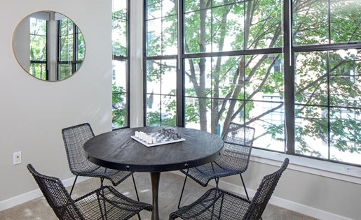 Dining Area at Kearney Plaza Apartments in Portland, Oregon