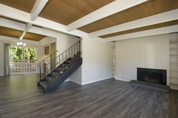 21001 83Th Ave W. 2 Beds Townhouse for Rent Photo Gallery 1