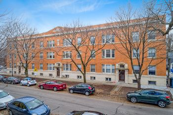 1601-15 W. Berteau 2 Beds Apartment for Rent Photo Gallery 1