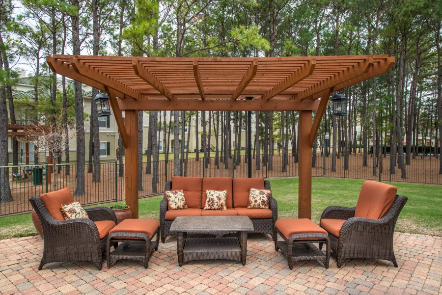 Image of the picnic area at Chandler Park Apartments 77077