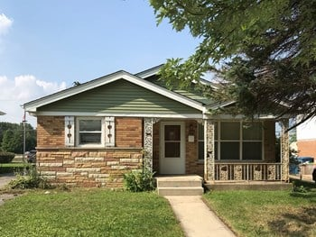 3952 153rd St 4 Beds House for Rent Photo Gallery 1