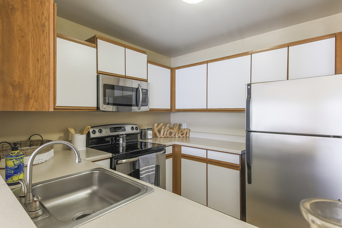 Perfect Fully Equipped Kitchen At Signature Club Apartments, Ann Arbor, MI, 48103