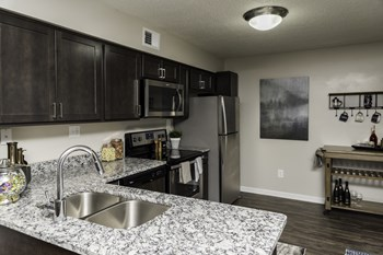 5521 Fairlane Woods Dr 1-2 Beds Apartment for Rent Photo Gallery 1