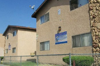 1155-1159 E. 10Th St. 3 Beds Apartment for Rent Photo Gallery 1