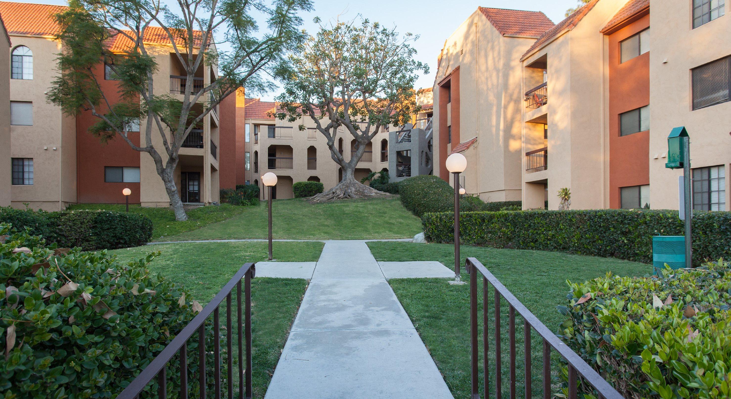 Rent Chula Vista Apartments 91910 | Canyon Villa