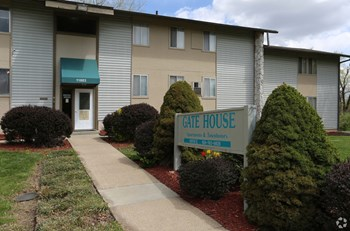 11803 Holiday Drive #5 1-3 Beds Apartment for Rent Photo Gallery 1