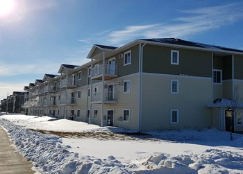 425 32nd Street East #102 1-2 Beds Apartment for Rent Photo Gallery 1