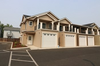 2002 Crater Lake Ave. #1-44 2-3 Beds Apartment for Rent Photo Gallery 1