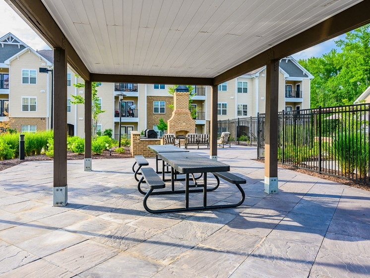 Outdoor Grilling and Entertainment Area at Abberly Square Apartment Homes, Waldorf, 20601