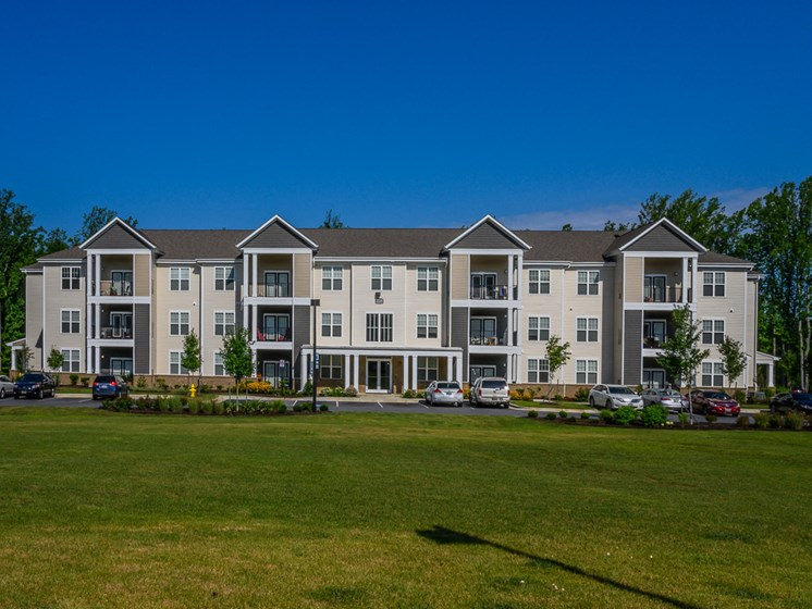 Large Grassy Areas with Immaculate Landscaping at Abberly Square Apartment Homes, Maryland