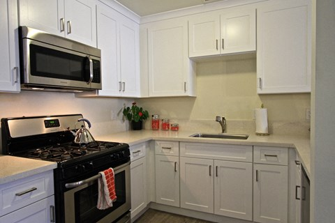Newport Seacrest Apartments Furnished Apartment Kitchen