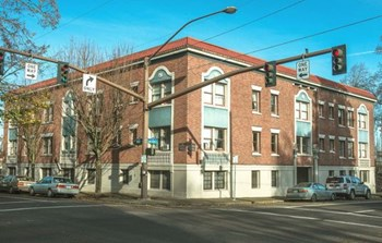 1731 NW Everett Studio-2 Beds Apartment for Rent Photo Gallery 1