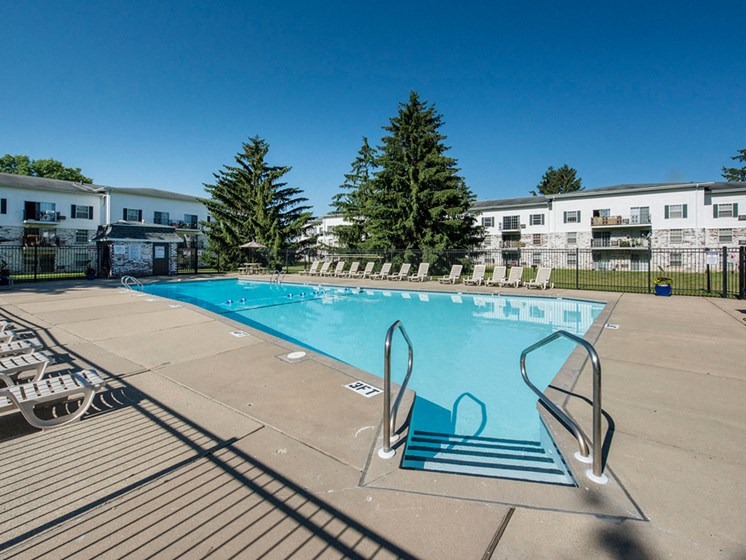 Apartments in Fitchburg, Wisconsin pool