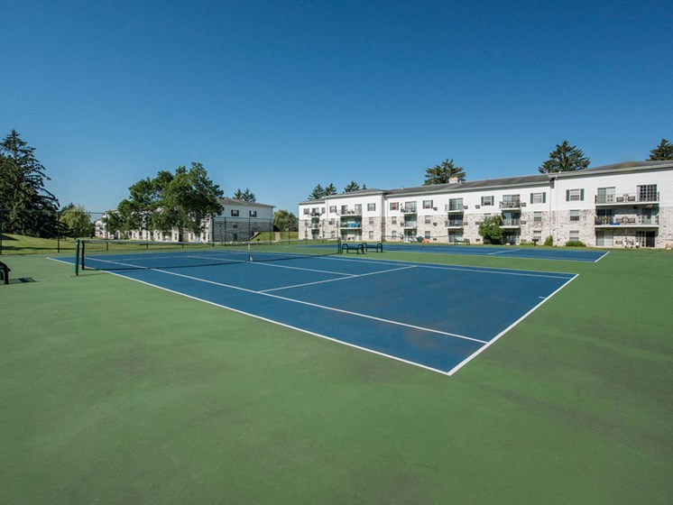 Apartments in Fitchburg, Wisconsin tennis court