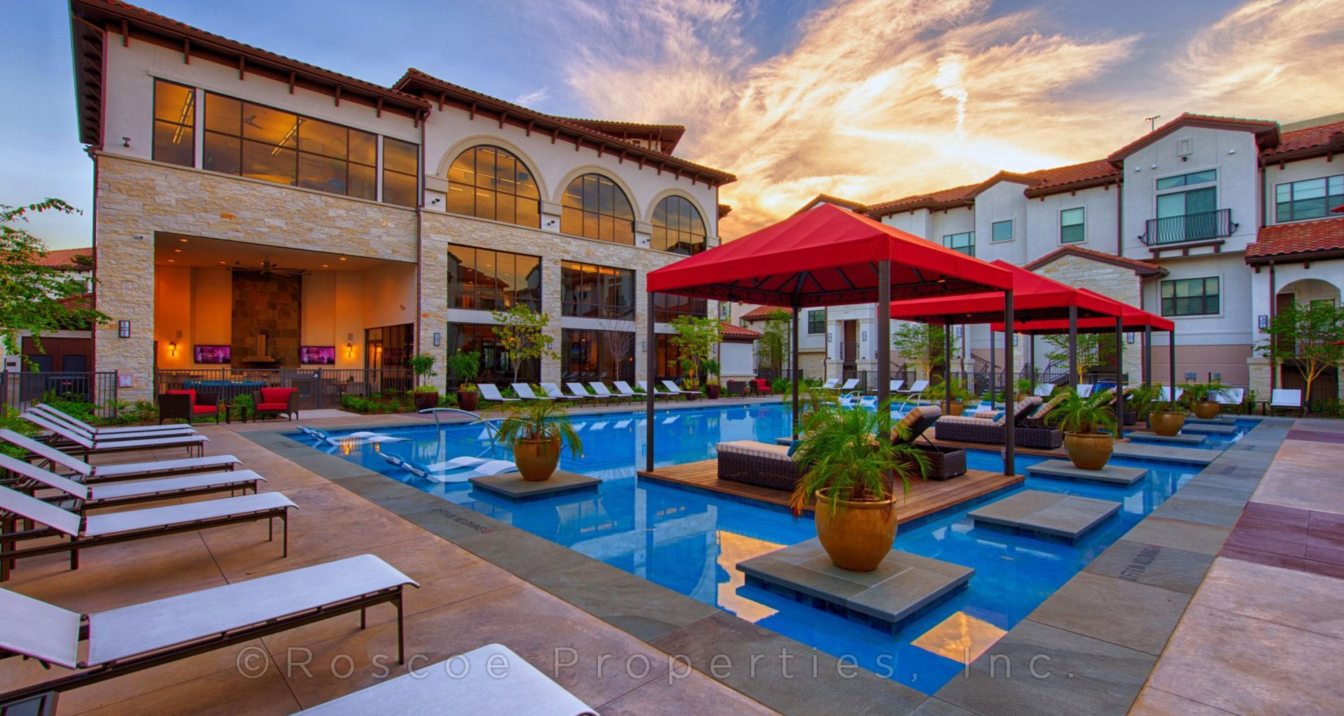 pool-area-memorial-houston-townhomes