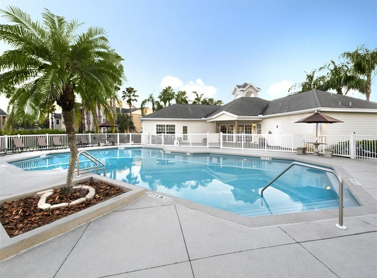 The Point at Naples Apartment Homes Naples, FL 34112 Sparkling Pool with Aqua Deck