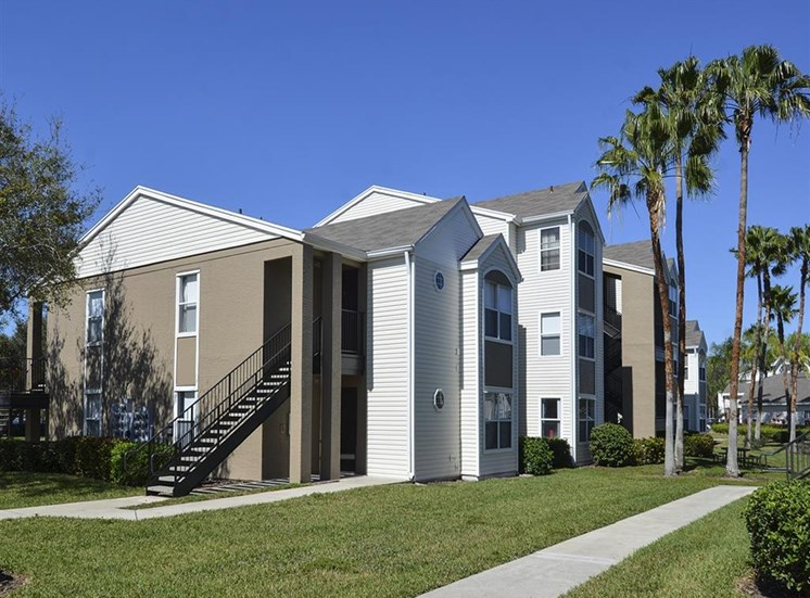The Point at Naples Apartment Homes Naples, FL 34112 Well-kept community