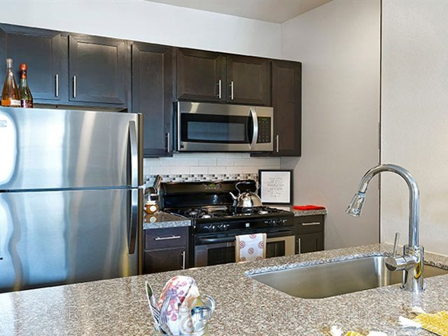 stainless_steel_appliances_south_austin_apartments