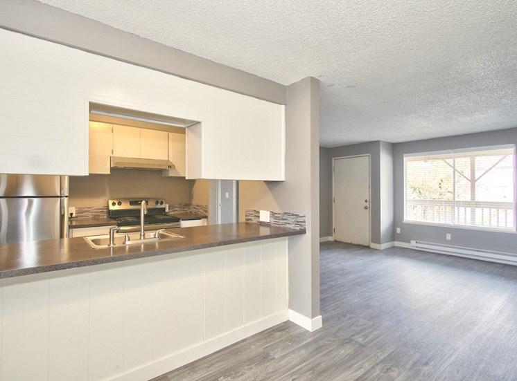Salem, OR Nola Place Apartments living room kitchen