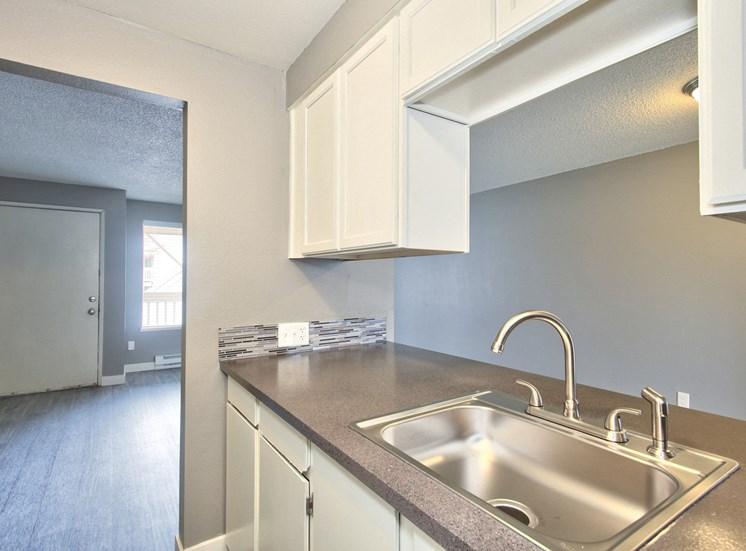 Salem, OR Nola Place Apartments kitchen