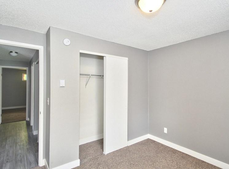 Salem, OR Nola Place Apartments bathroom