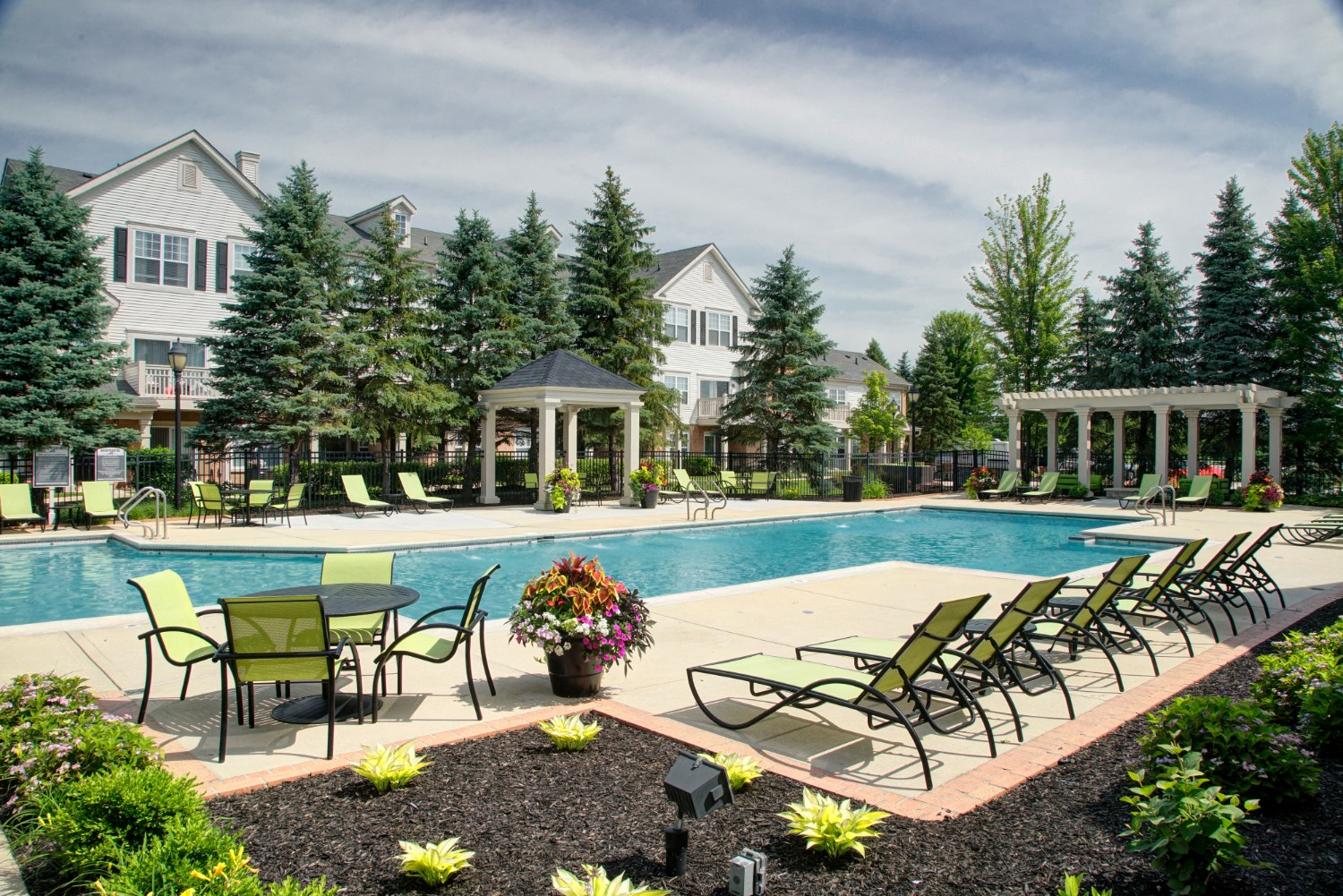 Outdoor Swimming Pool at River Run at Naperville Apartments