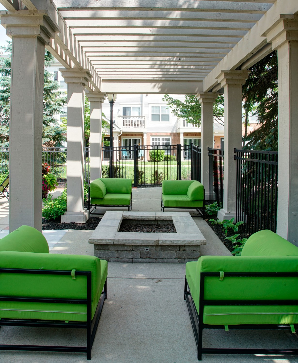 Outdoor Lounge at River Run at Naperville Apartments