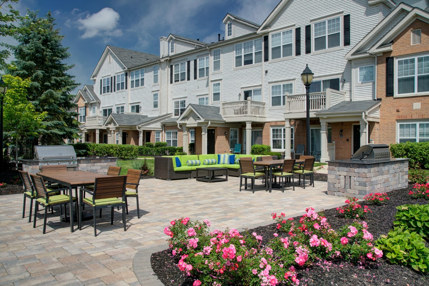 Luxury Apartments with Outdoor Lounge and Grilling Area- River Run at Naperville Apartments