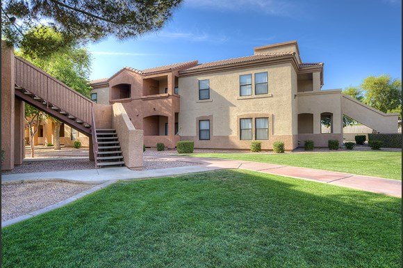 San remo apartments 5755 n 59th ave glendale az rentcaf for Cheap 1 bedroom apartments in glendale az