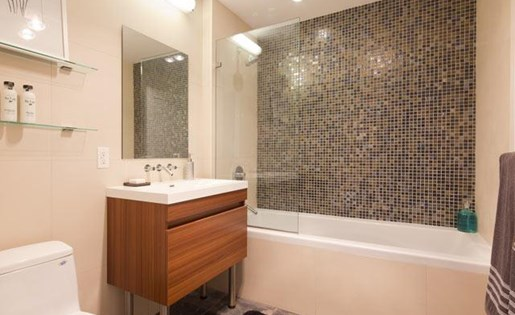 Large bathroom with deep soaking tubs at 111 Kent Apartment Homes, Brooklyn, 11249