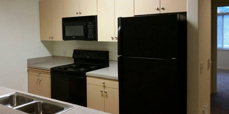 Sutherlin, OR Falcon Ridge Apartments landscape kitchen