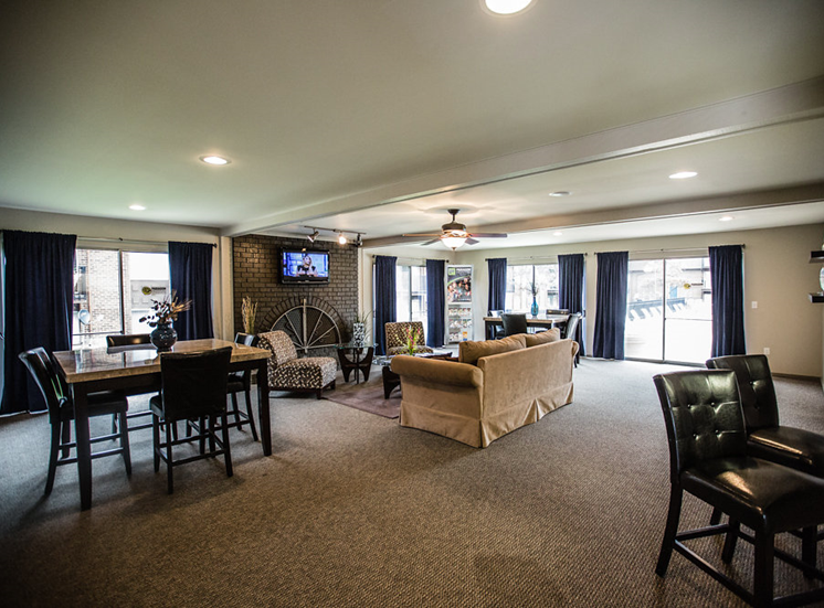Clubhouse at Drawbridge Apartments East, MI 48045
