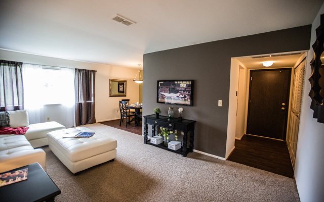 Spacious Living Room at Drawbridge Apartments East, Michigan, 48045