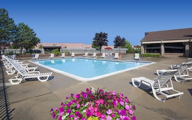 Heated Resort-style Pool at Franklin River Apartments, 48034