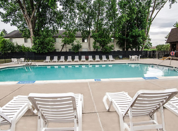 Resort-style Pool at Knottingham Apartments, Clinton Township, 48036