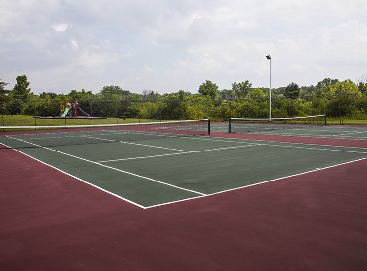 Tennis Court at Three Oaks Apartments in Troy, MI