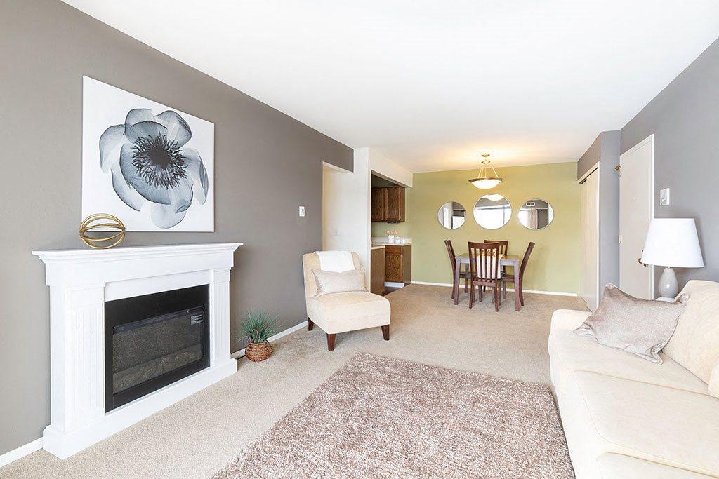 Three Oaks Apartments Spacious living room