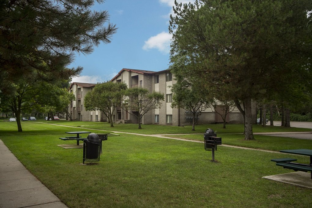 Picnic areas and grills in courtyards at Woodland Villa Apartments, Westland, MI