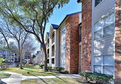 Huntington Glen Apartments Community Thumbnail 1