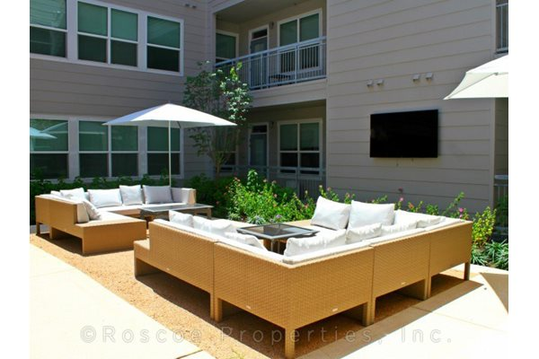 1111 Austin Highway Apartments in San Antonio outside seating area