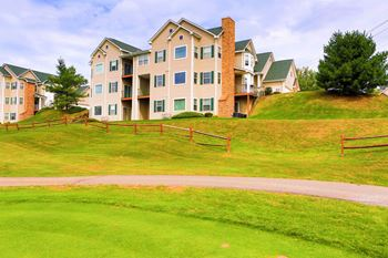 422 Eagle Point Drive 2-3 Beds Condo for Rent Photo Gallery 1