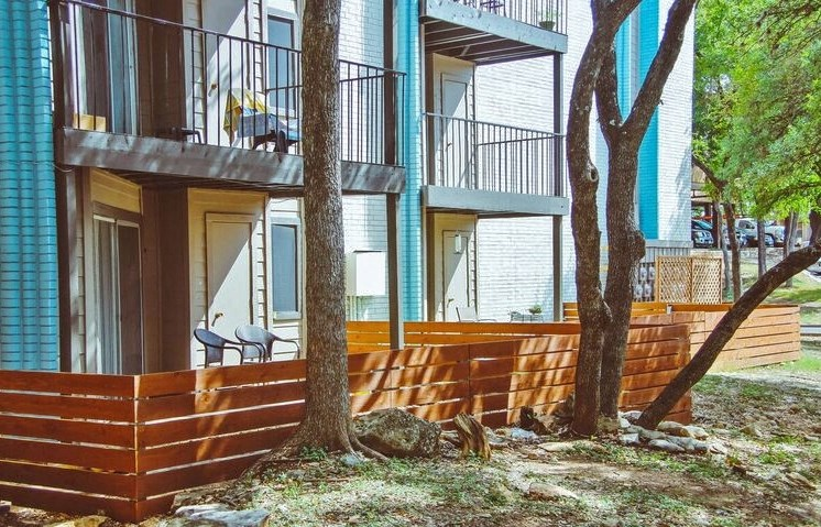 private fenced patios in austin tx apartments