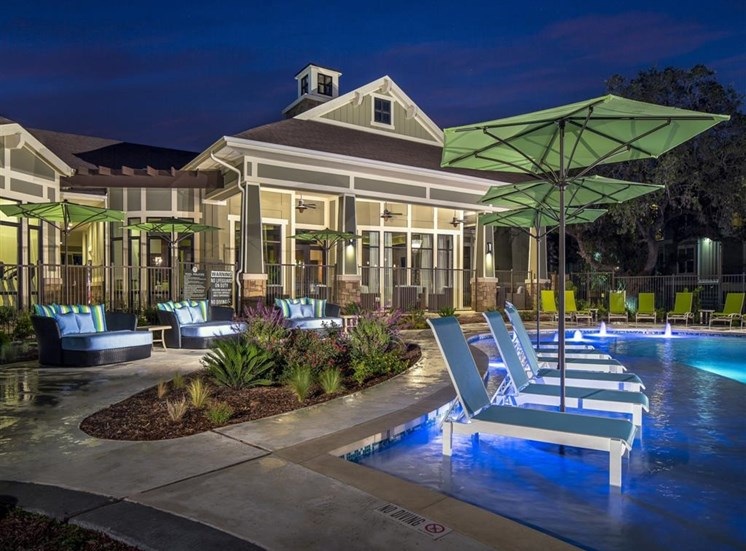 Poolside Grilling Area with Outdoor Bar and Cafe Seating at Thirty Oaks, San Antonio,Texas