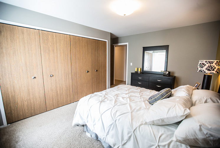 Spacious Bedroom with Large Closets at Prentiss Pointe Apartments, Michigan