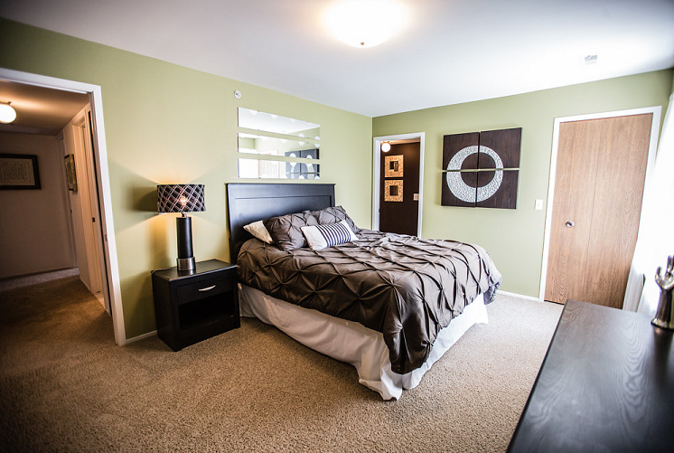 Spacious Bedroom at Prentiss Pointe Apartments, MI