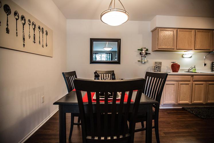 Dining Room at Prentiss Pointe Apartments, MI 48045