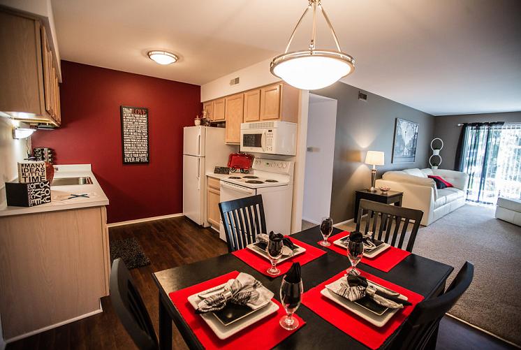 Dining Room at Prentiss Pointe Apartments, Michigan