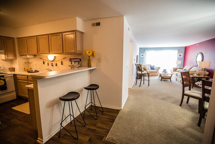 Kitchen with Breakfast Bar at Prentiss Pointe Apartments, Harrison Township, MI 48045